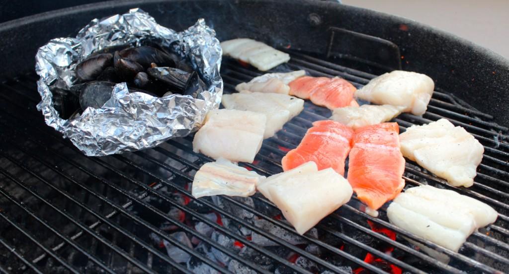 Grill fisken raskt på høy varme